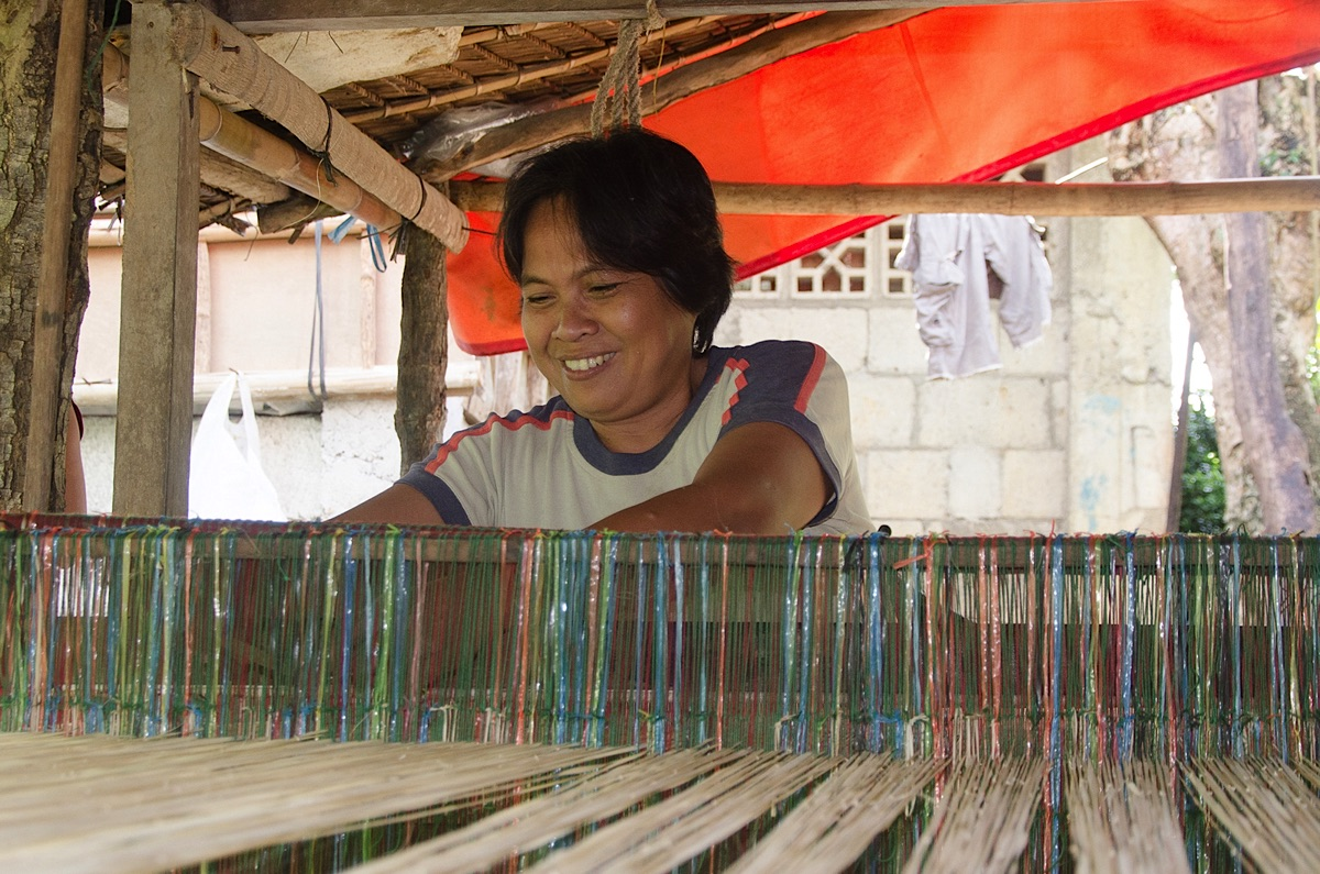 Weaving lady on Bohol Tours