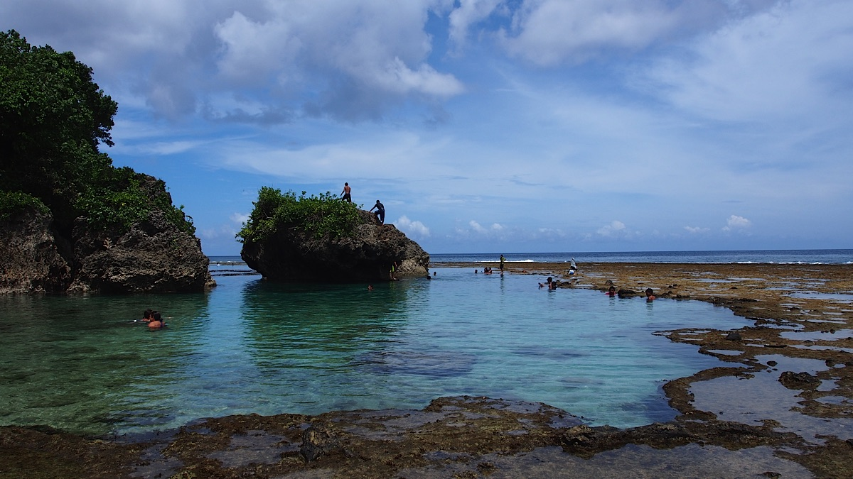 Lagaon on Siargao with people bathing