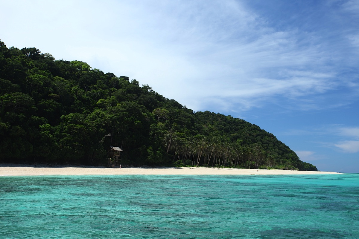 Deserted Beach on Palawan Palawan tours take you there